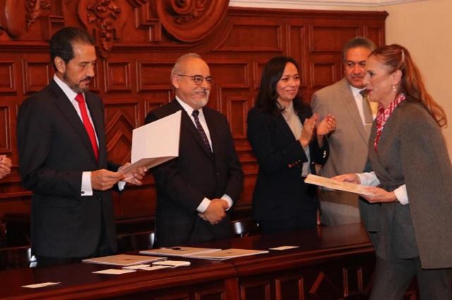 Beatriz Gutiérrez Mueller recibe su plaza definitiva en la BUAP