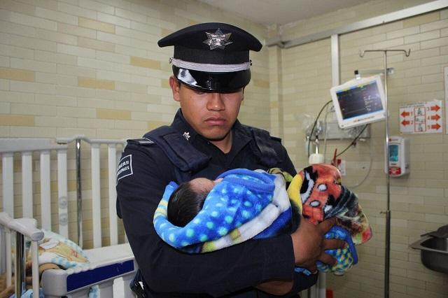 Policía Municipal rescata en Puebla a recién nacido abandonado