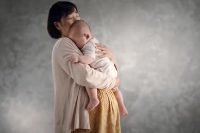 Corazón aquí estoy: bebé oye el corazón de su mamá que murió