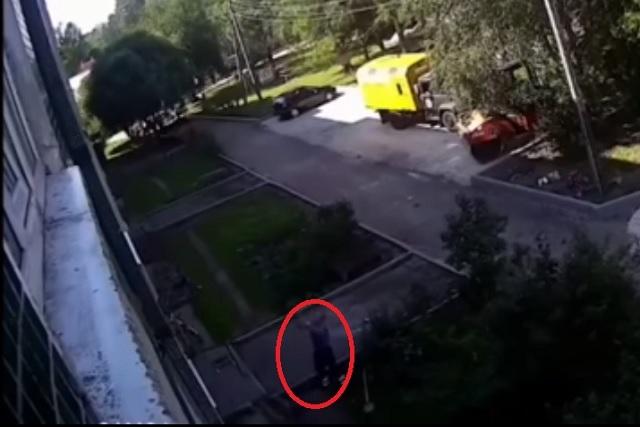Dos hombres salvan a bebé de morir tras caída de un cuarto piso