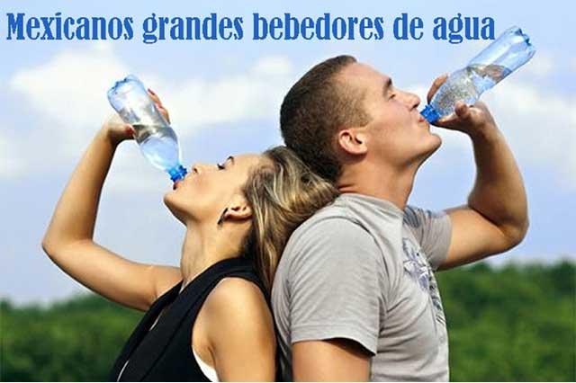 Mexicanos, grandes consumidores de agua embotellada