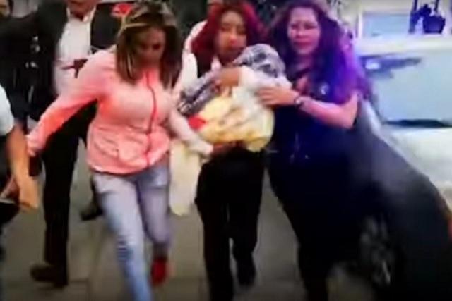 Pareja dice que pagó por bebé robada 3 mil pesos y una cadena de oro