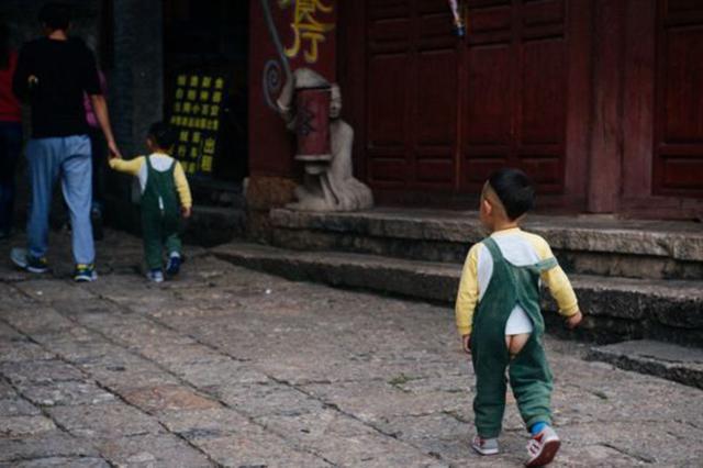 Los bebés chinos andan con el trasero al aire pero ¿por qué?