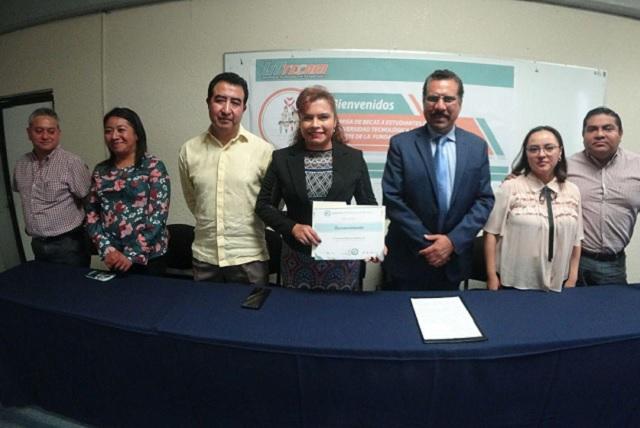Alumnos UTTECAM reciben beca de Fundación Pilares de Altruismo