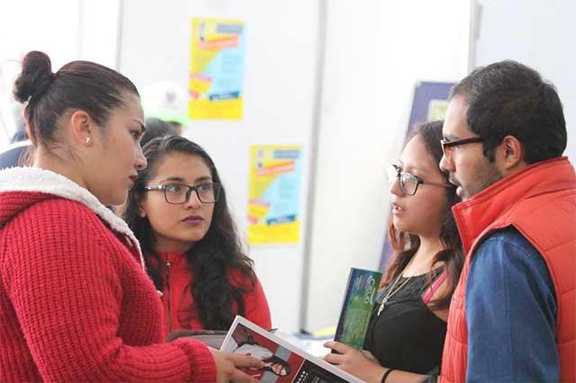 Más de 4 mil 400 becas se ofrecieron a jóvenes en la Feria de Becas 2017