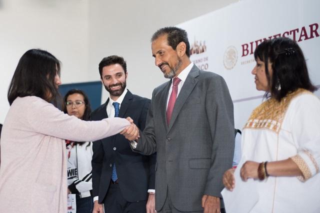 Se entregan apoyos económicos a estudiantes de la BUAP
