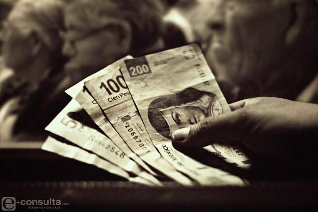 Cancela Bancomer tarjetas a 7 mil adultos mayores en Puebla