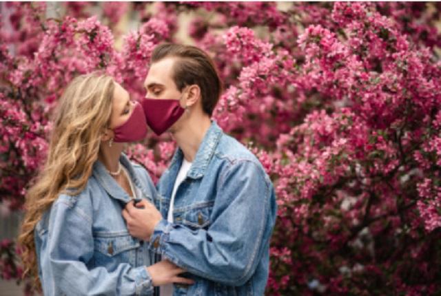 Encuesta revela que mexicanos besan más a amantes que a sus parejas