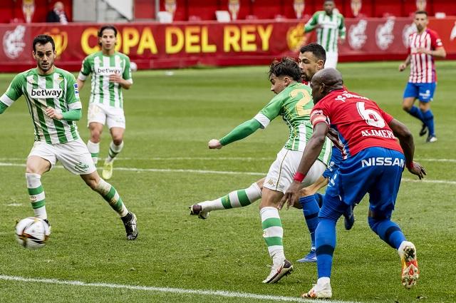 Betis avanza en Copa del Rey; Lainez, con destacada participación