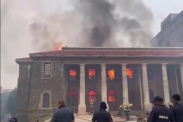 Dos siglos de historia consumidos por el fuego en biblioteca Jagger