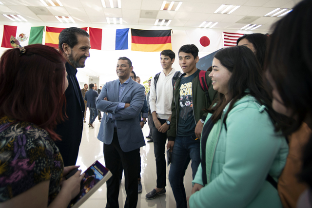 Inaugura rector Esparza Espacio Internacional en la Biblioteca Central