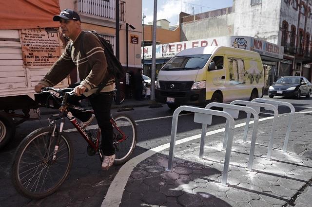 Aplaude experto bici estaciones; automovilistas las odian
