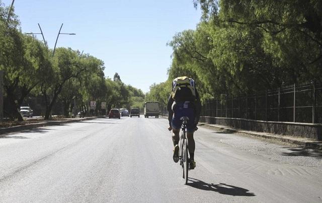 Piden priorizar a ciclistas frente a estacionamiento en la Nacional