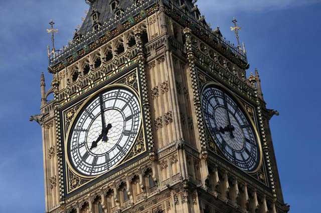 Diputados ingleses se reúnen para oír las últimas campanadas del Big Ben
