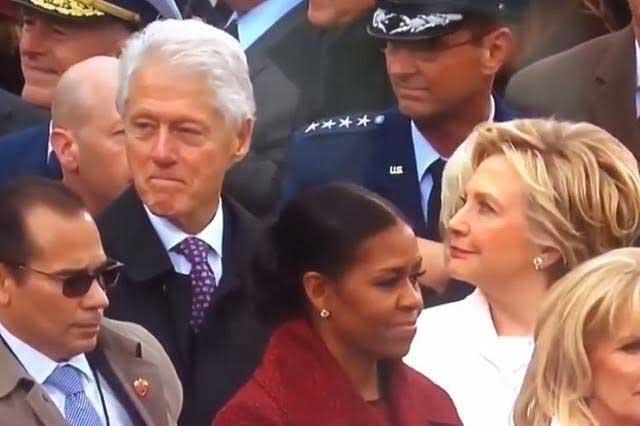 Bill Clinton y su mirada indiscreta causa sensación en redes sociales