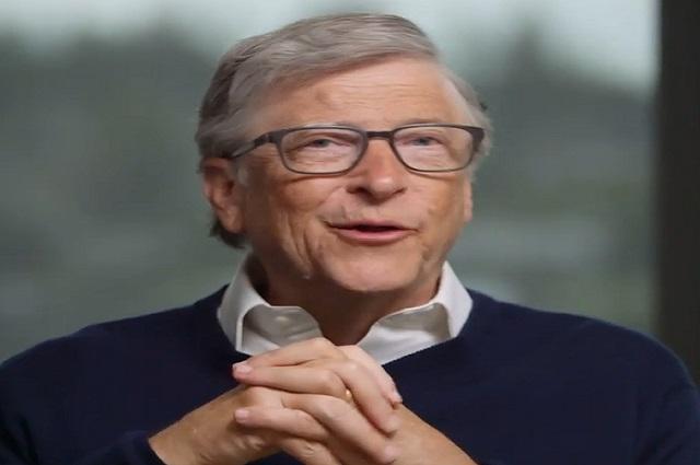 Bill Gates desmiente que vacunas contra covid-19 incluyan un chip