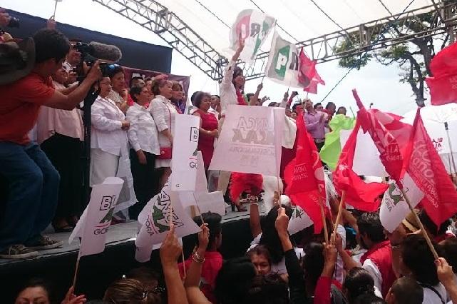 Con abucheo a RMV, Blanca Alcalá cierra campaña en Atlixco