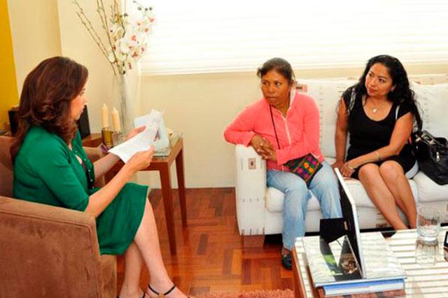 Ofrece Alcalá a Elia Tamayo justicia para Chalchihuapan y presos