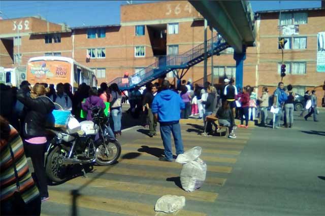 Cierran calles y piden cesar a directora de primaria en La Margarita
