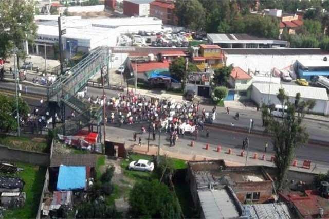Profesores y padres de familia cierran la México-Toluca