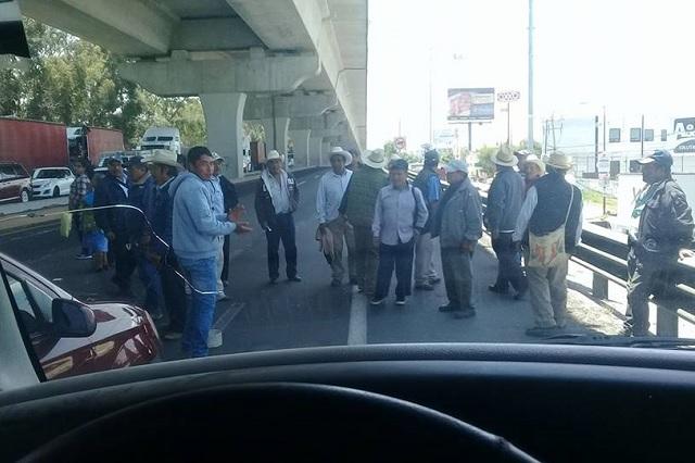 Bloquean la México-Puebla por uso de cañón antigranizo en VW