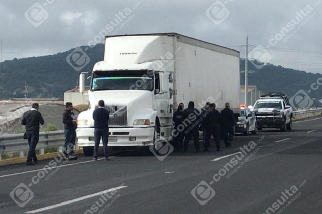 Bloqueo en sistema evitó robo de tráiler en Puebla