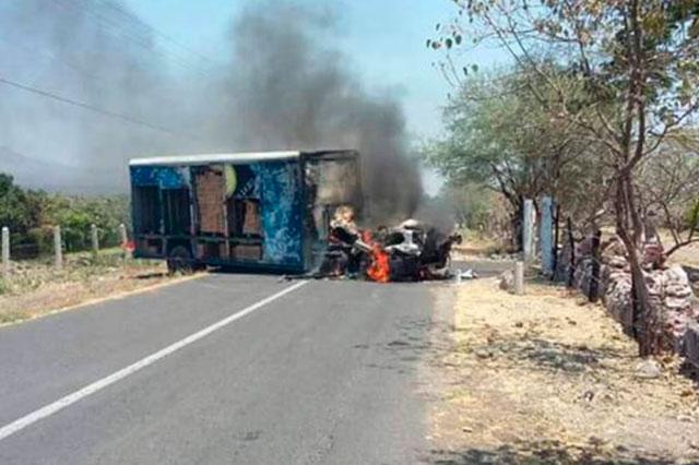 Detienen en Michoacán a 12 que protestaron por presencia de federales