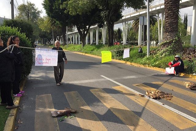Protestan por cierre de calles y bloquean laterales del BINE