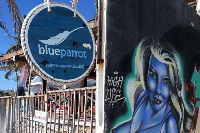 Muestran videos de la balacera en el bar Blue Parrot en Playa del Carmen