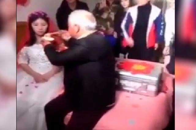 VIDEO Recién casada se niega a comer en su boda pero al ver dinero lo hace