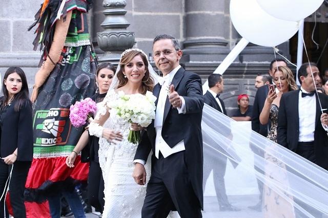 Esposa de ex vocero de AMLO gestiona libertad de presuntos defraudadores
