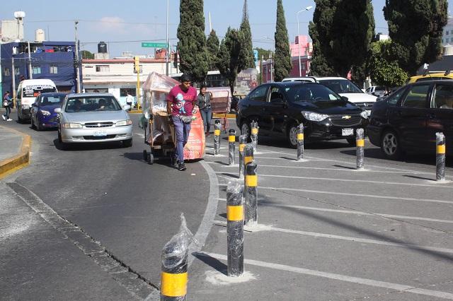 Sugieren mejorar la disposición de los bolardos en Puebla capital