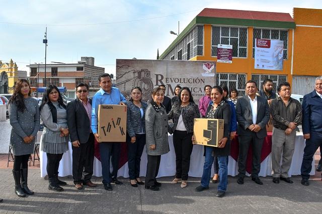 Entrega Lupita Daniel equipo de cómputo a escuelas de Cuautlancingo