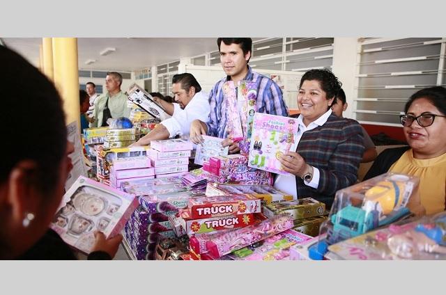 Realizan gira de Reyes Magos para familias de San Andrés Cholula