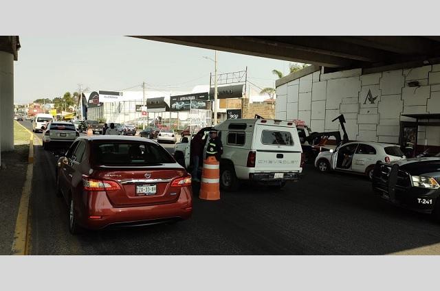 """En San Andrés Cholula autos cumplen con el """"Hoy no Circula"""""""