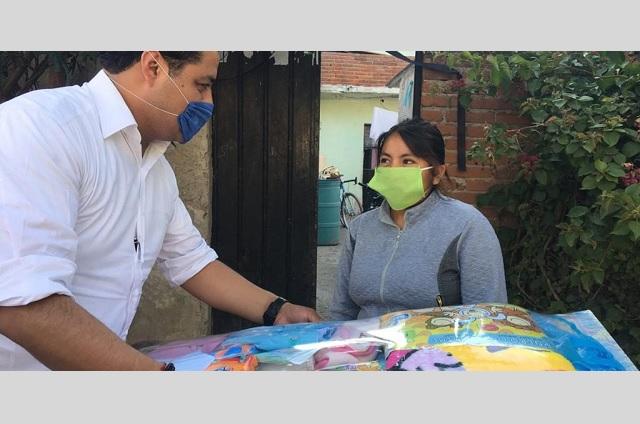 Ayuntamiento entrega despensas a familias de San Andrés Cholula