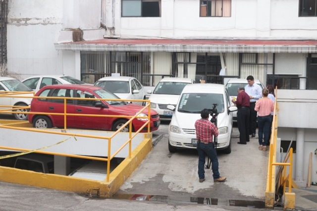 Resguarda Congreso vehículos oficiales durante jornada electoral