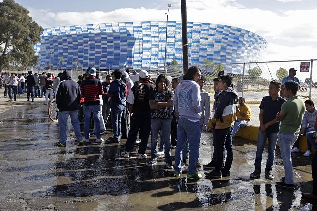 Obtienen pases gratis para Puebla-Boca y los revenden