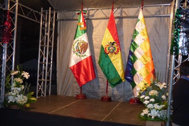 Chocan México y Bolivia por cerco policiaco en embajada