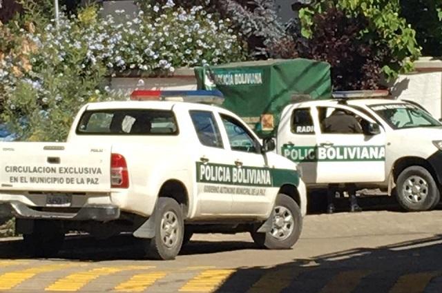 México denuncia a Bolivia por asedio policiaco en su embajada en La Paz