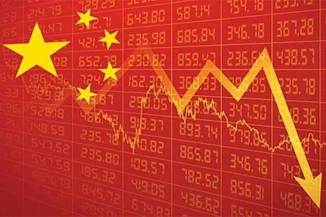 Se caen acciones bursátiles chinas y sube el precio del dólar a 17.65