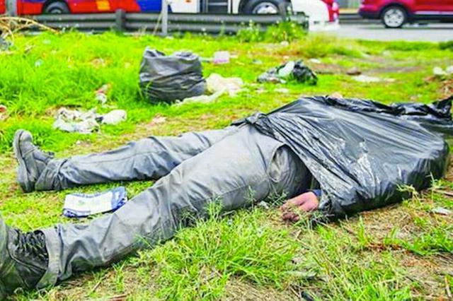 Se duerme dentro de una bolsa de basura y creen que está muerto