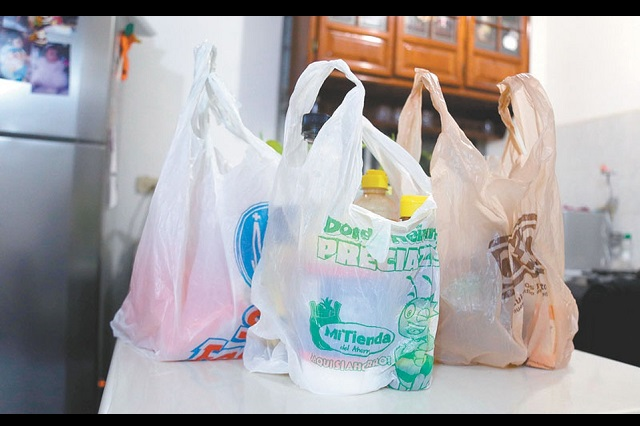 Van al amparo empresas por veto al plástico en Puebla