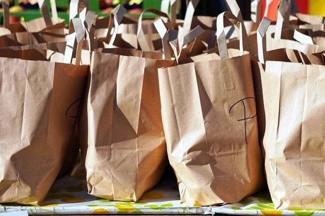 ¿Es verdad que las bolsas de papel contaminan menos que las de plástico?
