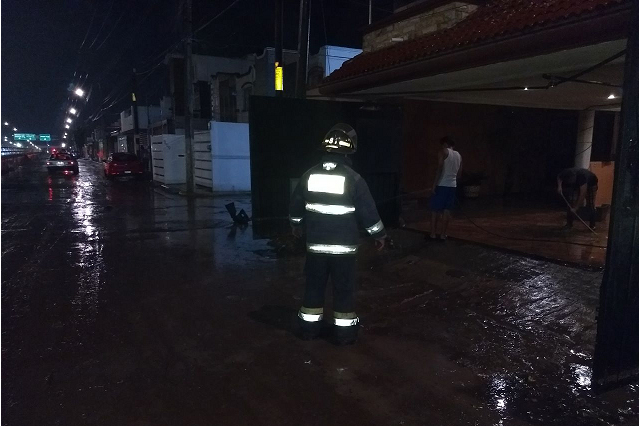 Bomberos Puebla atendió anoche inundaciones con operativo Acuario