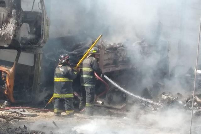 Bomberos de Puebla extinguen incendio en San Jerónimo Ocotitlán