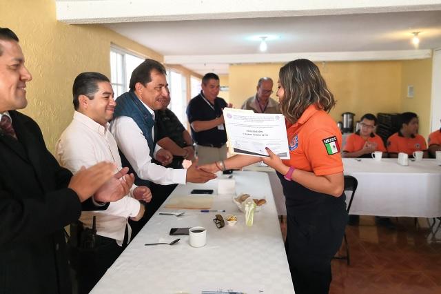 Entregan reconocimientos a bomberos de Teziutlán