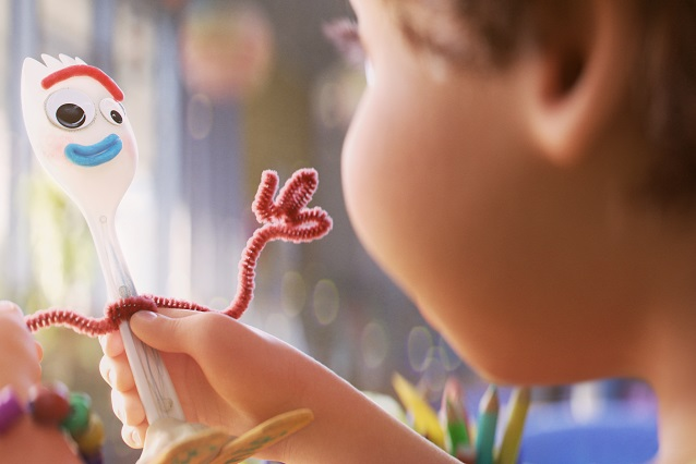 Boo de Monster Inc. aparece en Toy Story 4 cerca de Bonnie