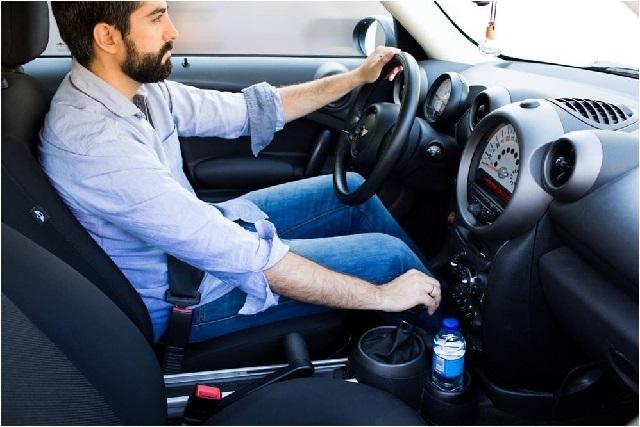 Alertan peligro: Podrías causar incendio si dejas botellas de agua en el auto