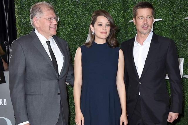 Brad Pitt reaparece más delgado del brazo de Marion Cotillard